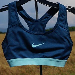 Nike sports bra top size XS VGUC